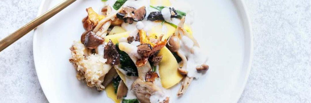 Lasagne gemengde paddenstoelen en truffel
