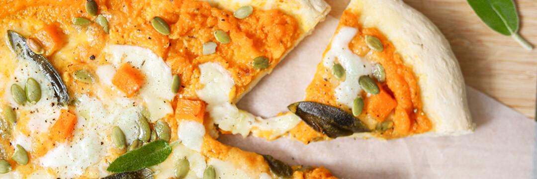 Pizza met butternut, salie en gerookte mozzarella