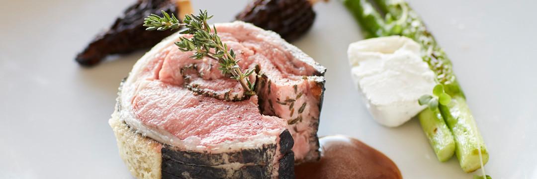 Rôti de filet d'agneau de Lozère au charbon végétal