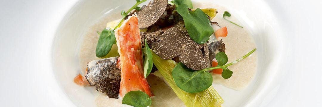 Crabe Royal du Kamchatka et Turbotin, jeunes poireaux à la truffe