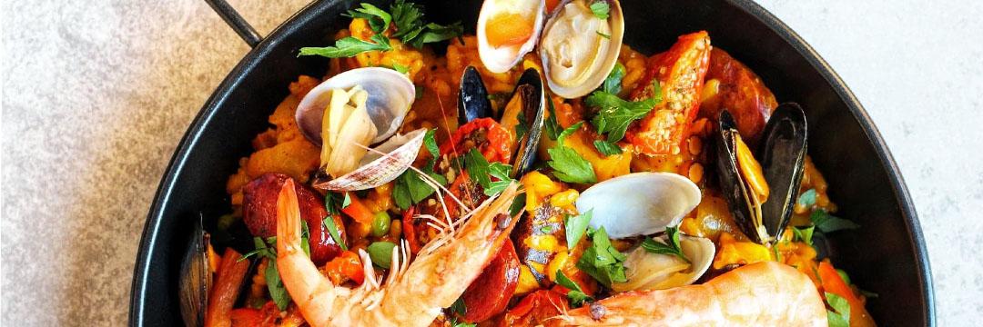 Paella met zeevruchten