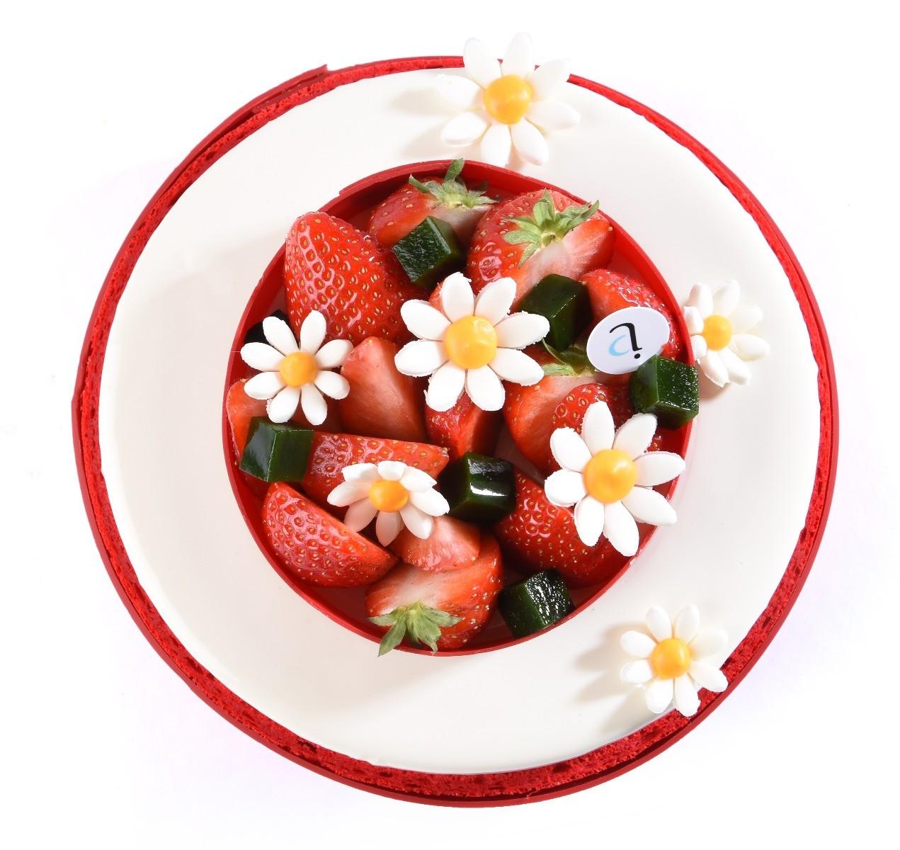tarte fête des mères rouge et blanche avec des paquerettes en sucre